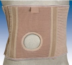 Ceinture abdominale pour stomisés avec orifice